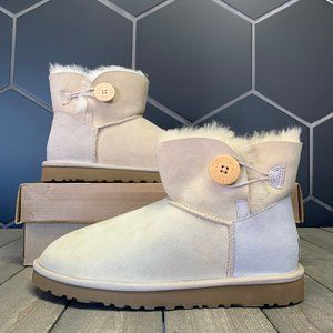 New W/ Box! Womens Ugg Mini Bailey Button Beige